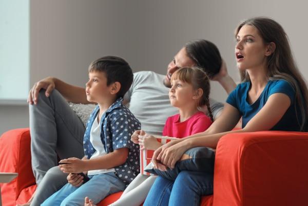 ครอบครัวที่กำลังชมภาพยนตร์