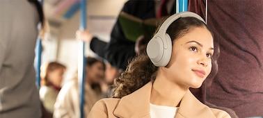 หูฟัง WH-1000XM4 บนรถไฟ